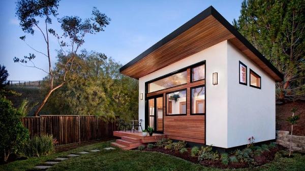 Modern-ADU-backyard